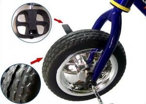 трехколесный велосипед с резиновыми колесами