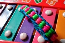 Много способов как плести браслеты из резинок на станке (видео, фото)